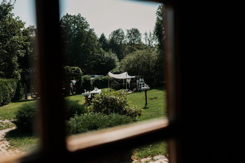 widok na ogród w zagrodzie falk